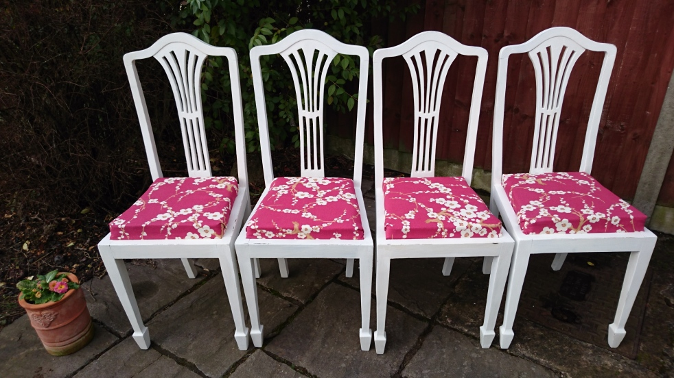 white dining chairs red blosson cushions 1